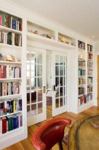 Schuifdeur met boeken eromheen